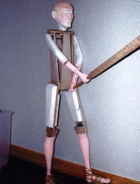 刀を振る人形の構造
